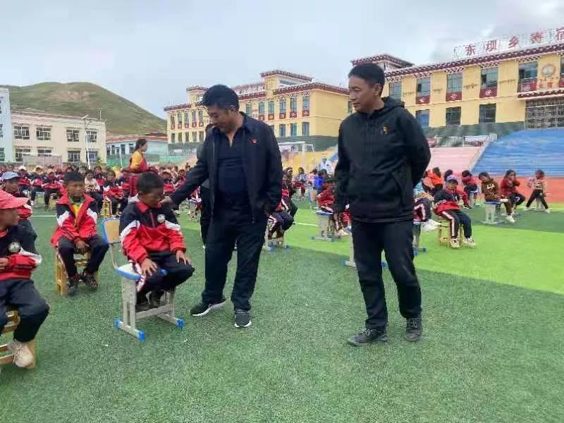 (东坝)东坝乡党委、政府对乡寄宿小学优秀教师进行表彰奖励